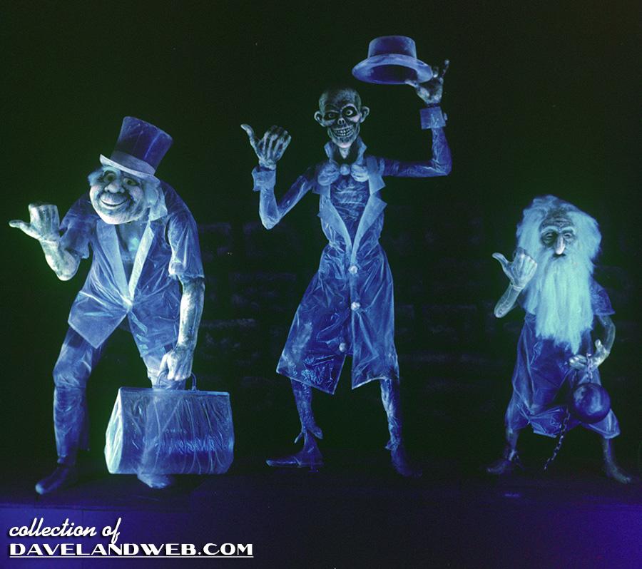 [Tokyo Disneyland] Star Tours: The Adventures Continue (2013) HM_Disney_Cemetery4